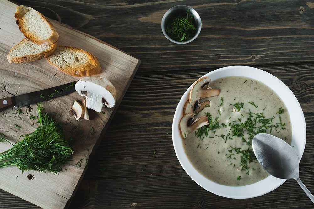 El eneldo se utiliza en muchos platos: sopas, ensaladas, encurtidos o como condimento